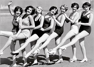 img_Chorus-line-of-30-s-style-bathing-beauties-on-a-beach_CULVER-PICTURES_ref~160.001098.00_mode~zoom
