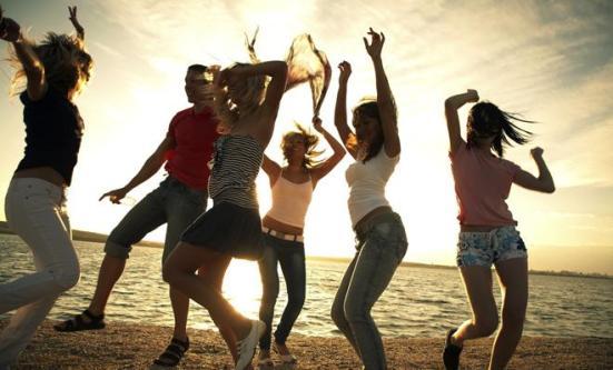beach-dance-119510227
