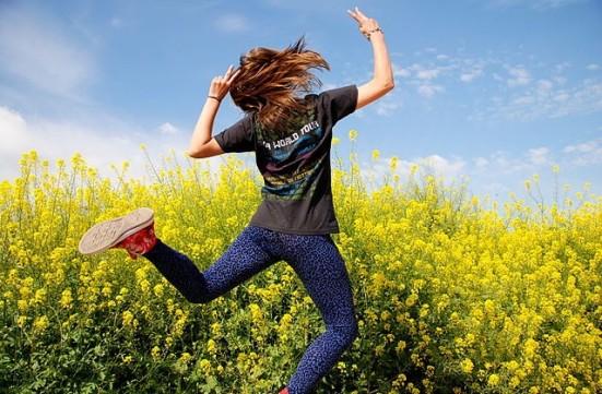 Fun-Dancing-In-Field-With-Flowers-640x420